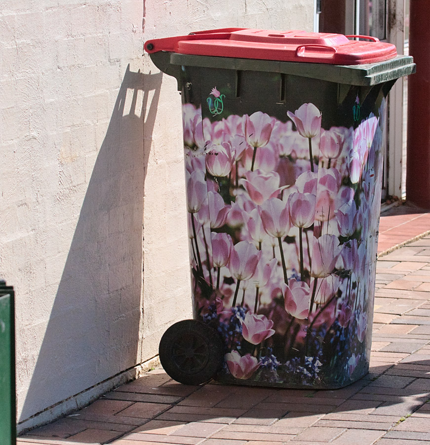 Mülltonne mit Tulpen-Motiv während des Tulpenfestes in Bowral, Australien. Foto: Richard Taylor CC-BY-2.0