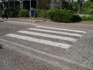 Berühmter Zebrastreifen aus Marmor an der Ziegelstrasse in Sindelfingen. Foto: Wiki der Wikinger, CC-BY-SA-3.0