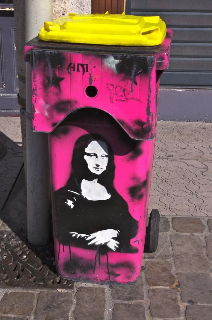 Mona Lisa auf einer Mülltonne in Arras, Frankreich. Foto: Dave Hamster, CC-BY 2.0