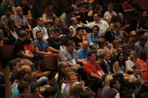 Teilnehmer an der Eröffnungsveranstaltung der Wikimania 2014 in London. Foto: Sebastian Wallroth, CC-BY-SA-3.0
