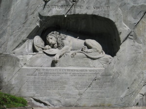 Lion monument in Lucerne. Foto: Gürkan Sengün, gemeinfrei, via Wikimedia Commons